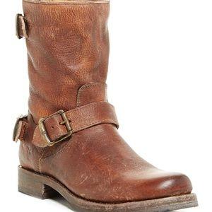 Frye Veronica Back zip short boot sz 8.5 Cognac